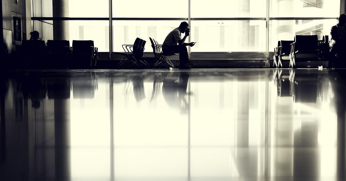 Upragnione wakacje a szara rzeczywistość: jak wyjechać i wrócić z urlopu, by nie zwariować?