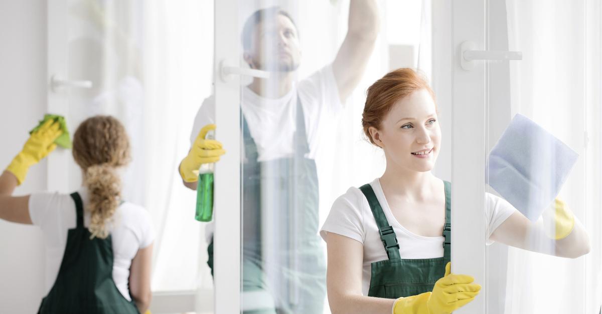 Ile kosztuje mycie okien? Cennik mycia okien w największych polskich miastach