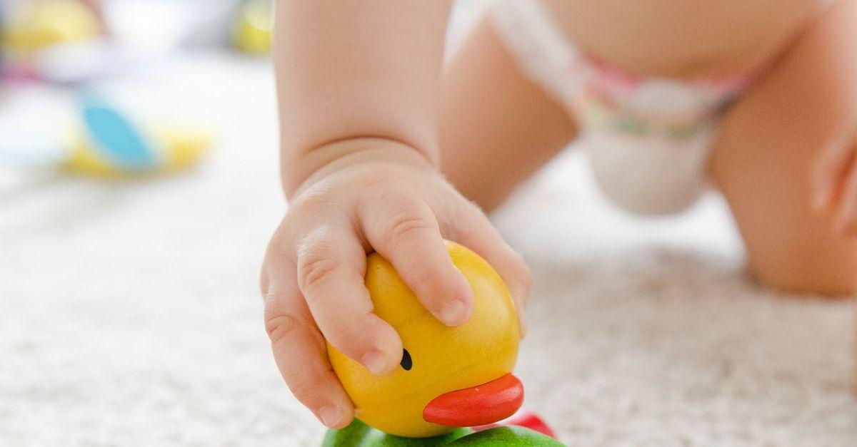 Masz w domu raczkujące dziecko? Zadbaj o bezpieczeństwo i czystość podłóg oraz dywanów z RoboJet